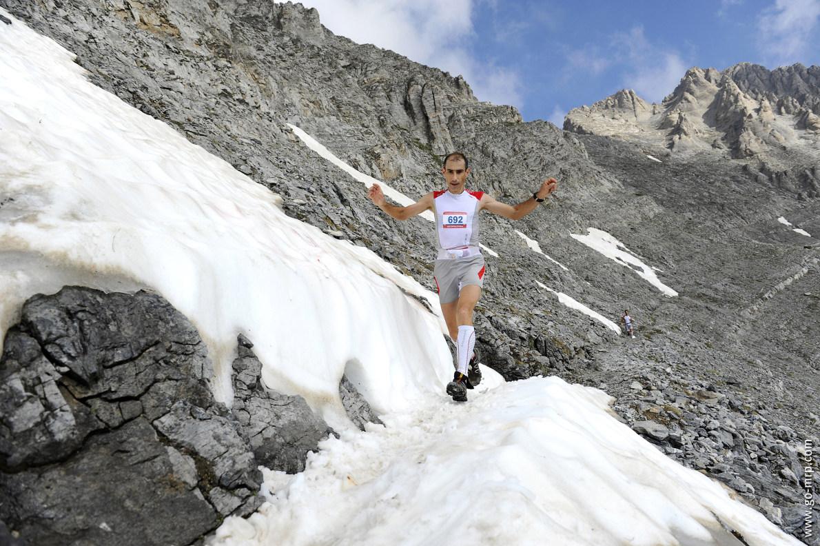 Olympus Marathon.Τo 2012, το πέρασμα στα Ζωνάρια κάτω από την κορυφή του Ολύμπου σε υψόμετρο περίπου 2.700 μέτρων.