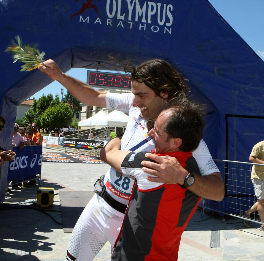 Στον Olympus Marathon το 2011, στον τερματισμό με τον Νίκο έχοντας κάνει ρεκόρ διαδρομής με χειρουργημένο αγκώνα.