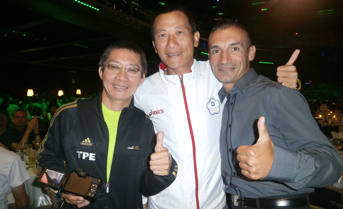 Με φίλους συναθλητές από άλλες χώρες.