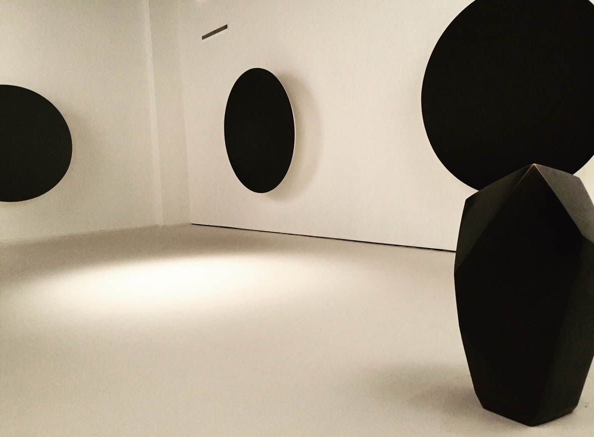 Proportio, Anish Kapoor 'Gathering Clouds', 2014 _ Giacometti 'The Cube', Palazzo Fortuny_