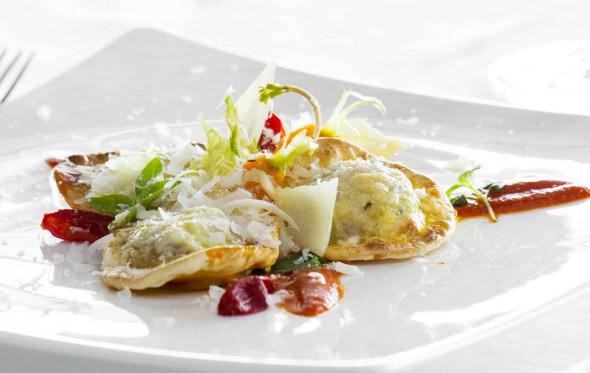 Ραβιόλι με σπανάκι και μοσχάρι γκρατινέ, από τον Αστέριο Κουστούδη