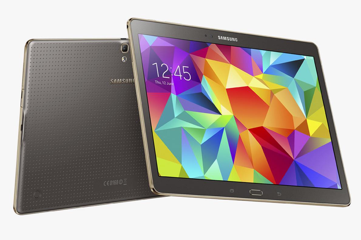 Αναμφίβολα η Samsung έχει δημιουργήσει το δικό της, φανατικό κοινό με τις επιτυχημένες σειρές των Galaxy smartphone της. Δε κατασκευάζει μόνο τηλέφωνα βέβαια, αλλά και tablet και το φρέσκο Galaxy Tab S με οθόνη 10,5'' είναι μια συσκευή που θα σε αφήσει με το στόμα ανοιχτό.