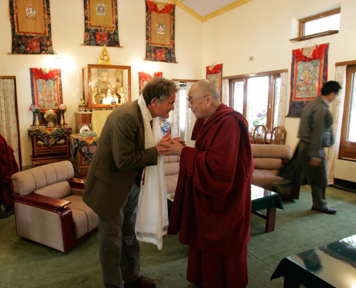 «Ο Δαλάι Λάμα είναι ένας άνθρωπος χαρισματικός. Μεταξύ άλλων, εκτιμώ πολύ την αίσθηση του χιούμορ που έχει, αυτοσαρκάζεται, είναι πειραχτήρι...».