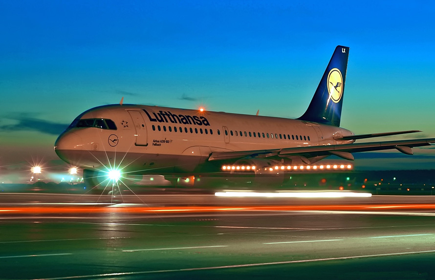 Αν η Θεσσαλονίκη θέλει να διαδραματίσει ένα σοβαρό ρόλο διαμετακομιστικού κέντρου, η αεροπορική αγορά της δεν μπορεί να στηρίζεται μόνο σε χαμηλού κόστους εταιρείες... Photo Credit: aleksandrmarkin