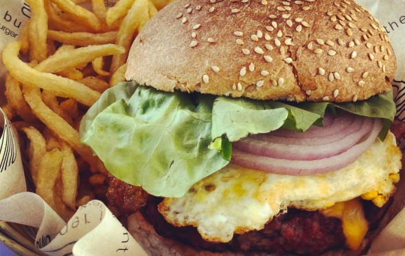 To καυτό «Hangover» του Burger Joint