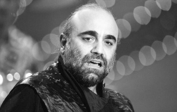 Ντέμης Ρούσσος: μια βελουδένια φωνή που σίγησε
