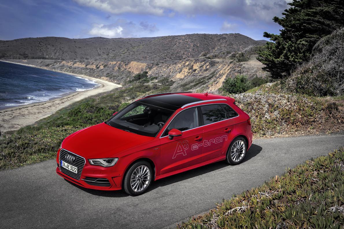 Αυτή είναι η πρώτη plug-in υβριδική πρόταση μαζικής παραγωγής της Audi. Η γερμανική εταιρεία επέλεξε, τουλάχιστον για τα προσεχή χρόνια, να πλεύσει στα χωρικά ύδατα όχι της ηλεκτροκίνησης, αλλά την υβριδικής κίνησης που συνδυάζει τον κινητήρα βενζίνης με ηλεκτροκινητήρα.