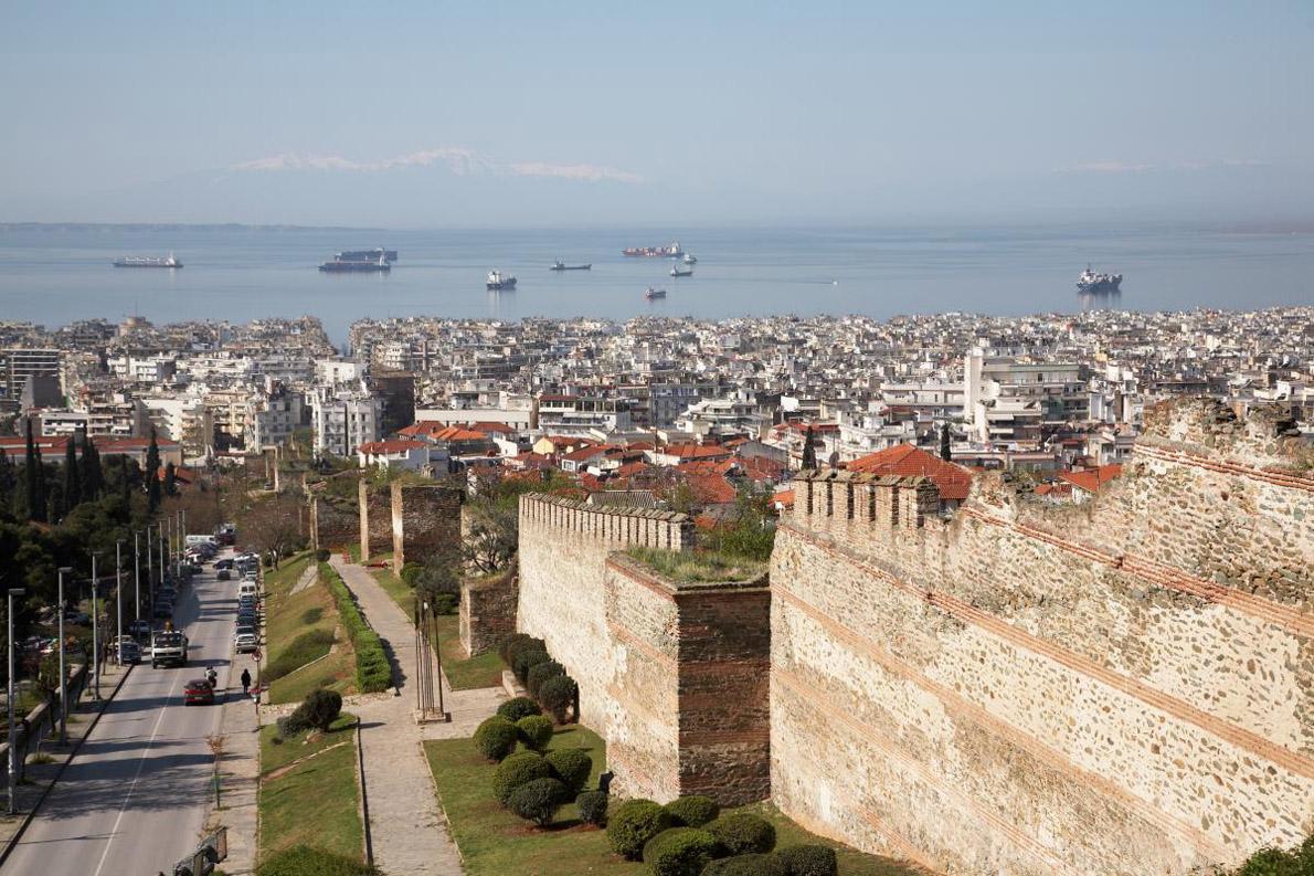 Θέα της Θεσσαλονίκης από την Άνω Πόλη όπως την αποτύπωσε ο φακός του Heiko Prigge για το Monocle.