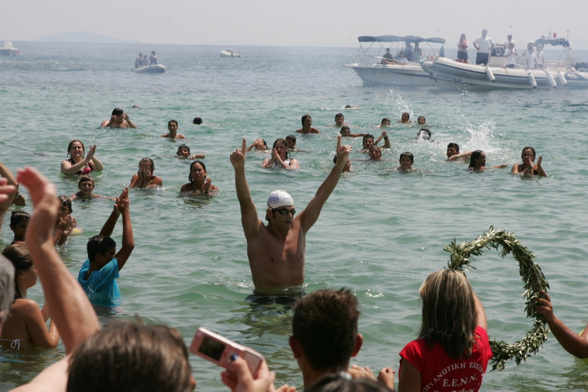 Τερματίζοντας πρώτος στον «Διάπλου του Τορωναίου κόλπου» (24 χιλιόμετρα), το 2008. Το 2000 είχε διασχίσει κολυμπώντας τη Μάγχη (Αγγλία-Γαλλία) σε 9 ώρες και 20 λεπτά, με την καλύτερη επίδοση παγκοσμίως για τη χρονιά εκείνη, και την καλύτερη ελληνική ως σήμερα».