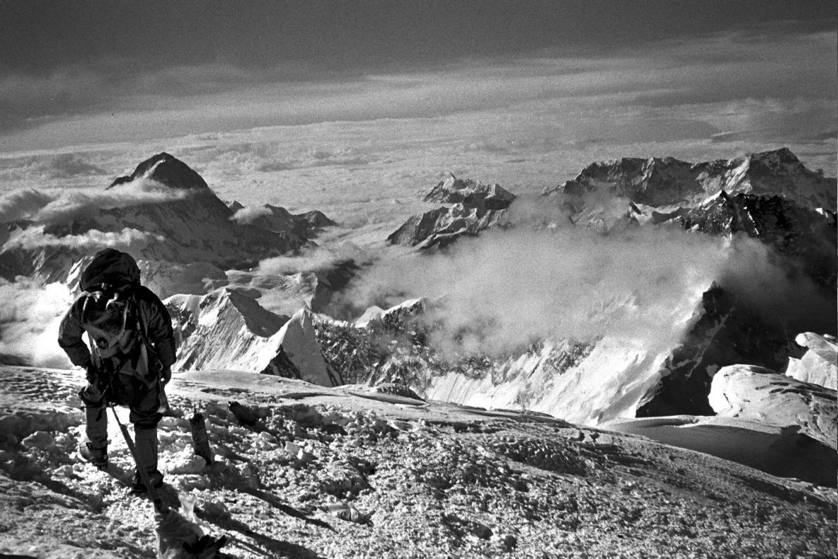Στην κορυφή του Έβερεστ, στις 18 Μαΐου 2004. Συμμετείχε στην ελληνική ορειβατική αποστολή «Hellas Everest 2004» ως επιστημονικός σύμβουλος, υπεύθυνος πρώτων βοηθειών και ορειβατικό μέλος. Ανέβηκε στην κορυφή από την βόρεια διαδρομή του Θιβέτ ‒ο πρώτος Έλληνας αναβάτης αυτής της διαδρομής.