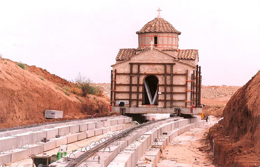 Ο Δημήτρης Κορρές ειδικεύεται στις μετακινήσεις κτιρίων, μνημείων, εκκλησιών. Ο βυζαντινός ναός Πέτρου και Παύλου στα Σπάτα μετακινήθηκε 450 μέτρα μακρύτερα προκειμένου να κατασκευαστεί ο αεροδιάδρομος του Ελευθέριος Βενιζέλος στην Αθήνα.