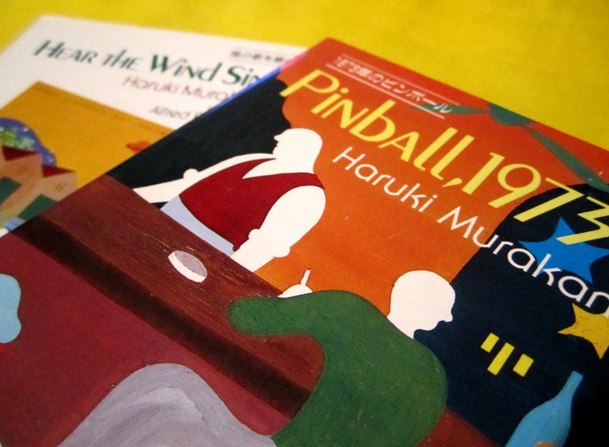 Τα δύο πρώτα μυθιστορήματα του Μουρακάμι, Hear the wind sing (1979) και Pinball, 1973 (1980) ήταν και τα δυο υποψήφια για το έγκριτο βραβείο Ακουταγκάουα.