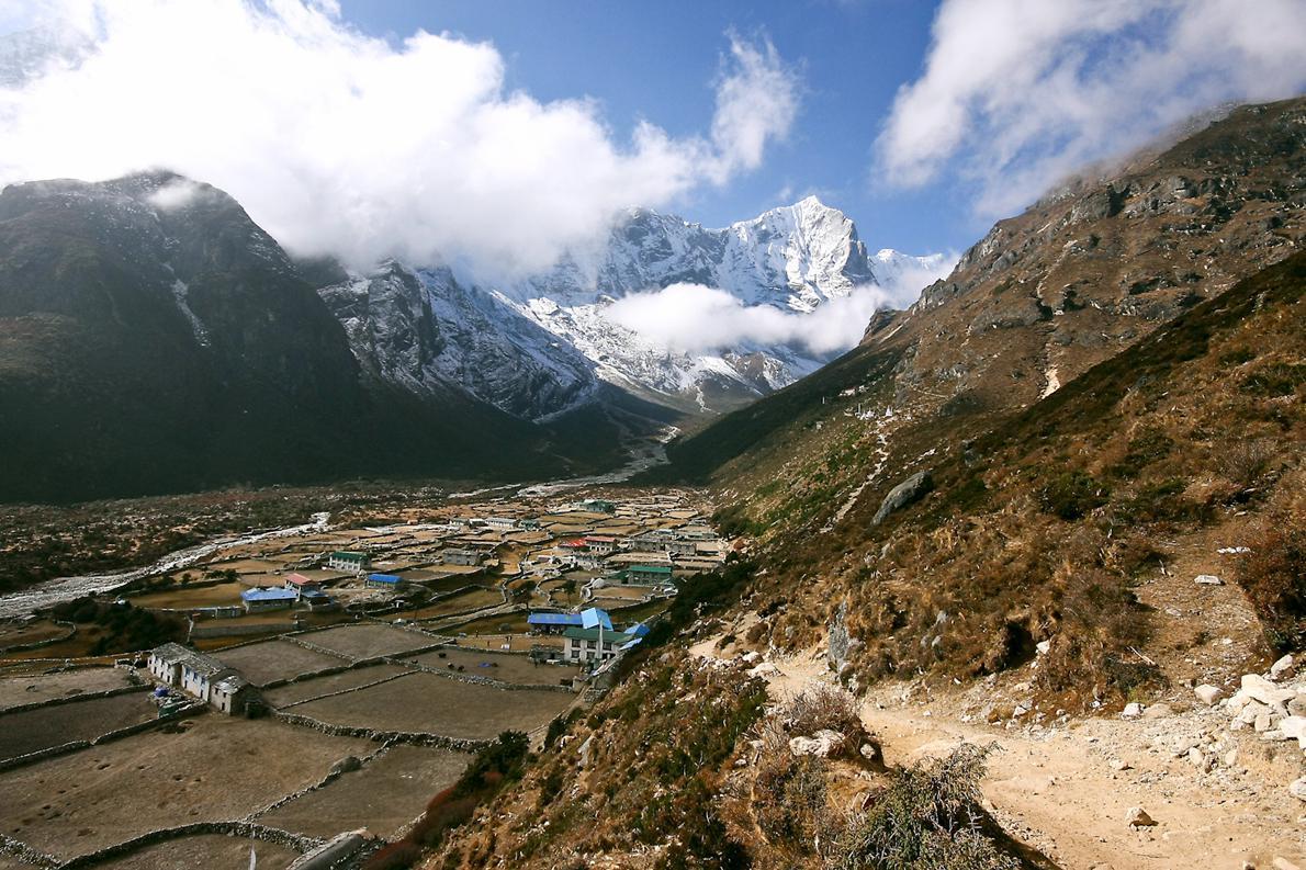 Ο αγώνας της 14ης  μέρας ξεκινά από το χωριό Lunden σε υψόμετρο  4.380μ.