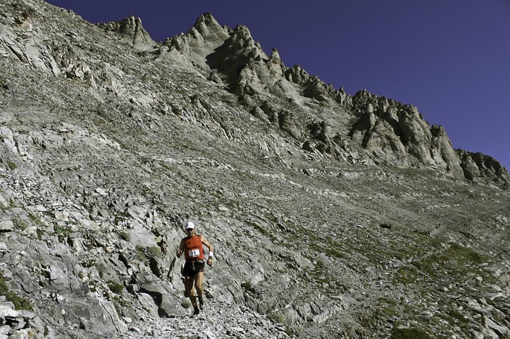 Κατεβαίνοντας τα ζωνάρια του Ολύμπου. Φωτογραφία: GOexperience «Στα φετινά μου σχέδια είναι ο αγώνας 80χλμ. στο όρος Τύμφη, στο Ζαγόρι, και ο αγώνας του Σπάρταθλου, 246 χλμ., σε μια ιστορική διαδρομή από την Αθήνα στην Σπάρτη», λέει ο Γιάννης Κουρκουρίκης.