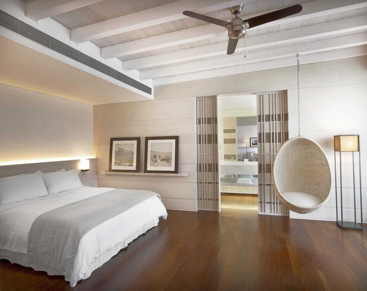 lux1984gr-112014-Bungalow Suite - Bedroom