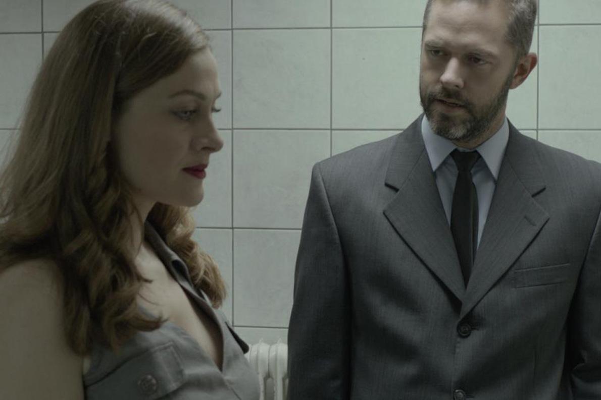 """Η Ελένη Ρουσσινού και ο Χρήστος Λούλης στην ταινία του Αλέξανδρου Αβρανά """"Miss Violence""""."""