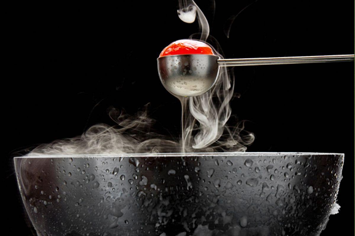 Ένας εξορθολογισμός των μαγειρικών μεθόδων δεν μπορεί να επιτευχθεί χωρίς το μετασχηματισμό των μεθόδων, των εργαλείων και των συστατικών.