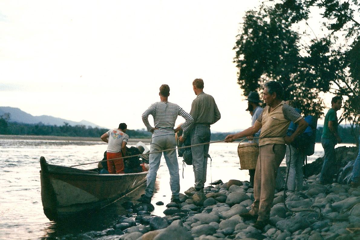 """""""Aναχωρηση από την Shintuya. Ποταμος Madre de Dios"""". Φωτο Κ.Γκόφας 1988"""
