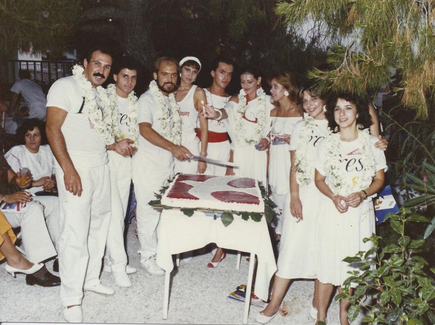 Σε καλοκαιρινό πάρτυ στη Βουλιαγμένη με τον «Ταχυδρόμο» (1985)