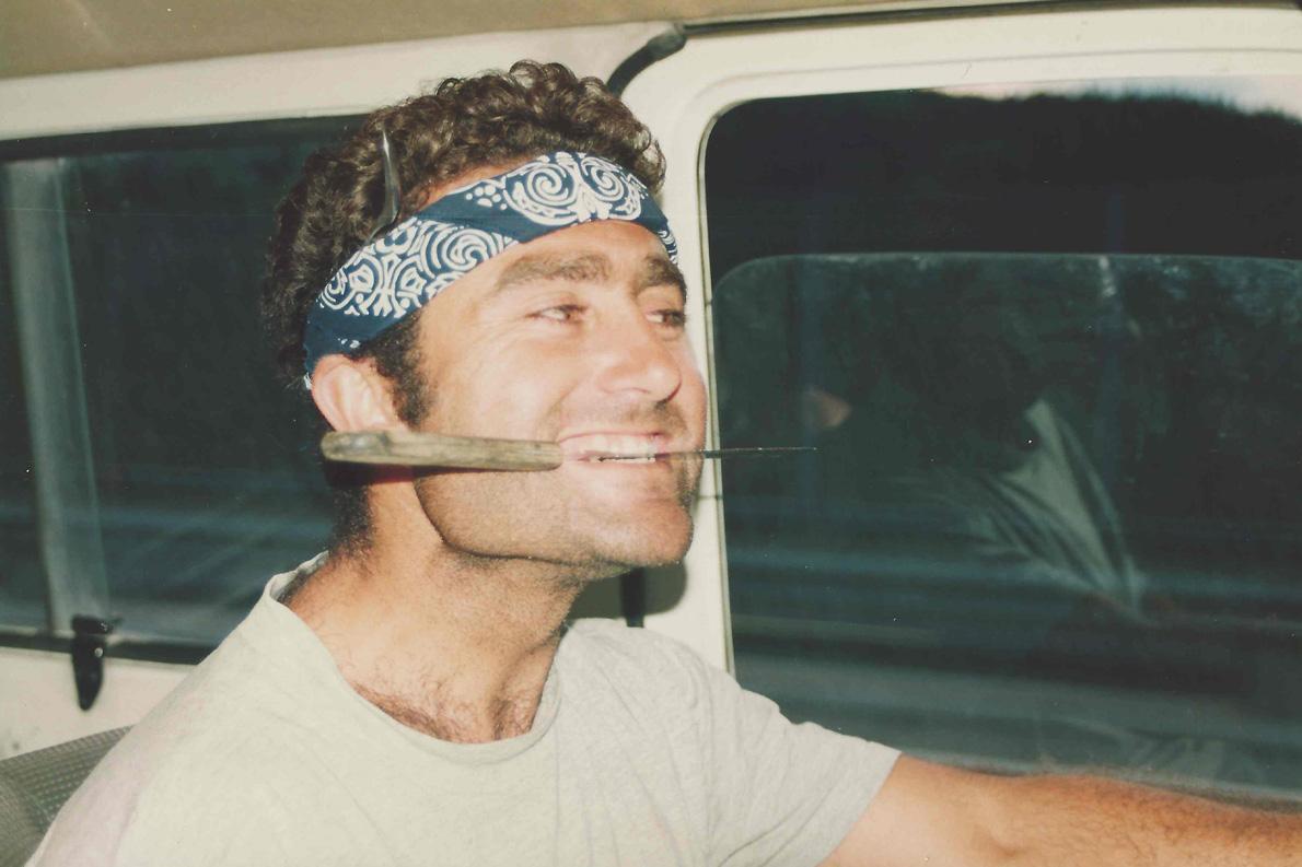 Στο δρόμο για το Πανευρωπαϊκό Πρωτάθλημα 470 το 1993. Ο Ντάνης επηρεασμένος από τον Ράμπο...