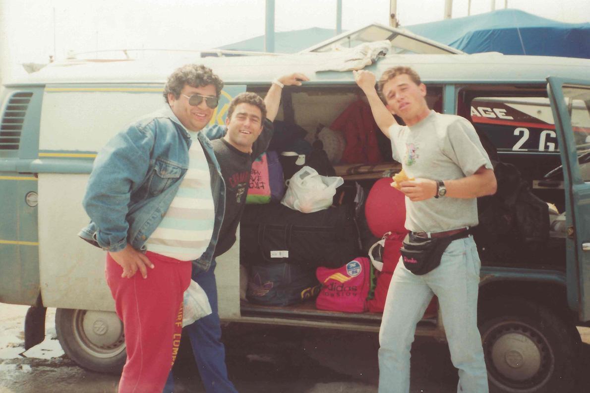 «1991, Καράρα Ιταλία. Μαζί με τον αείμνηστο φίλο Στάθη Χατζόπουλο».