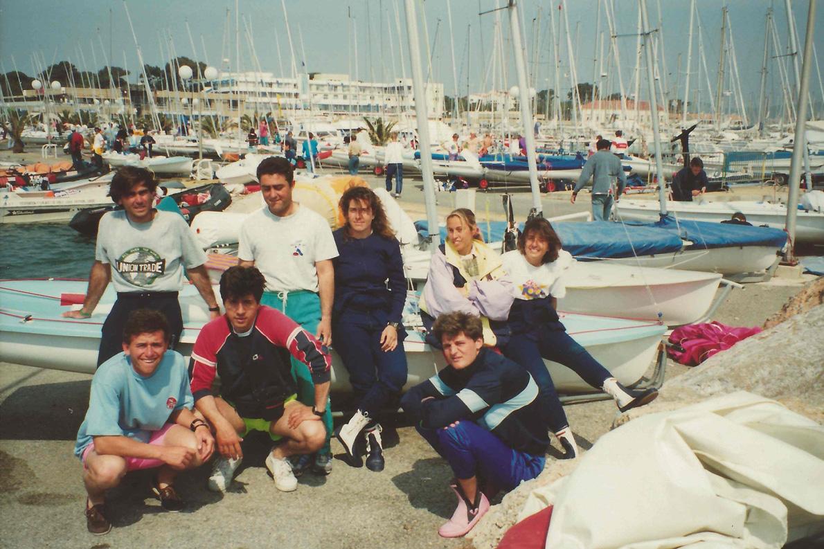 Ιέρ, Γαλλία, 1991. Όρθιοι από αριστερά προς τα δεξιά: Παχούμας, Πασχαλίδης, Καραγιώργη, Μυλωνά, Καραγιώργη. Καθιστοί: Τριγκώνης, Μαρούλης, Ζαμπέτογλου.