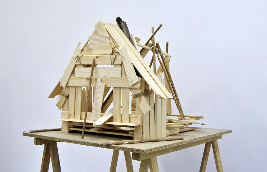 Δημήτρης Εφέογλου, «Wooden house», 2014: Την καλύβα του Δημήτρη Εφέογλου μοιάζει να την έχουν χτυπήσει όλες οι θύελλες του κόσμου. Η καλύβα είναι μια υπόμνηση, μια μνημική ανάκληση, μια έγερση της εικόνας της, αλλά και γι' αυτό ένας απαγορευμένος τόπος, η ετεροτοπία του αδυνάτου...