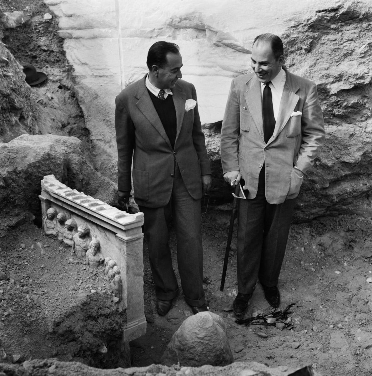 Η ανεύρεση της Στήλης των Νυμφών, Πεντέλη, 1952.