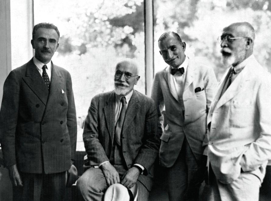Με τους Απόστολο Αλεξανδρή, Ελευθέριο Βενιζέλο-το 1911 έγινε υπουργός Εθνικής Οικονομίας στην κυβέρνηση του-και Στέφανο Δέλτα (1931)