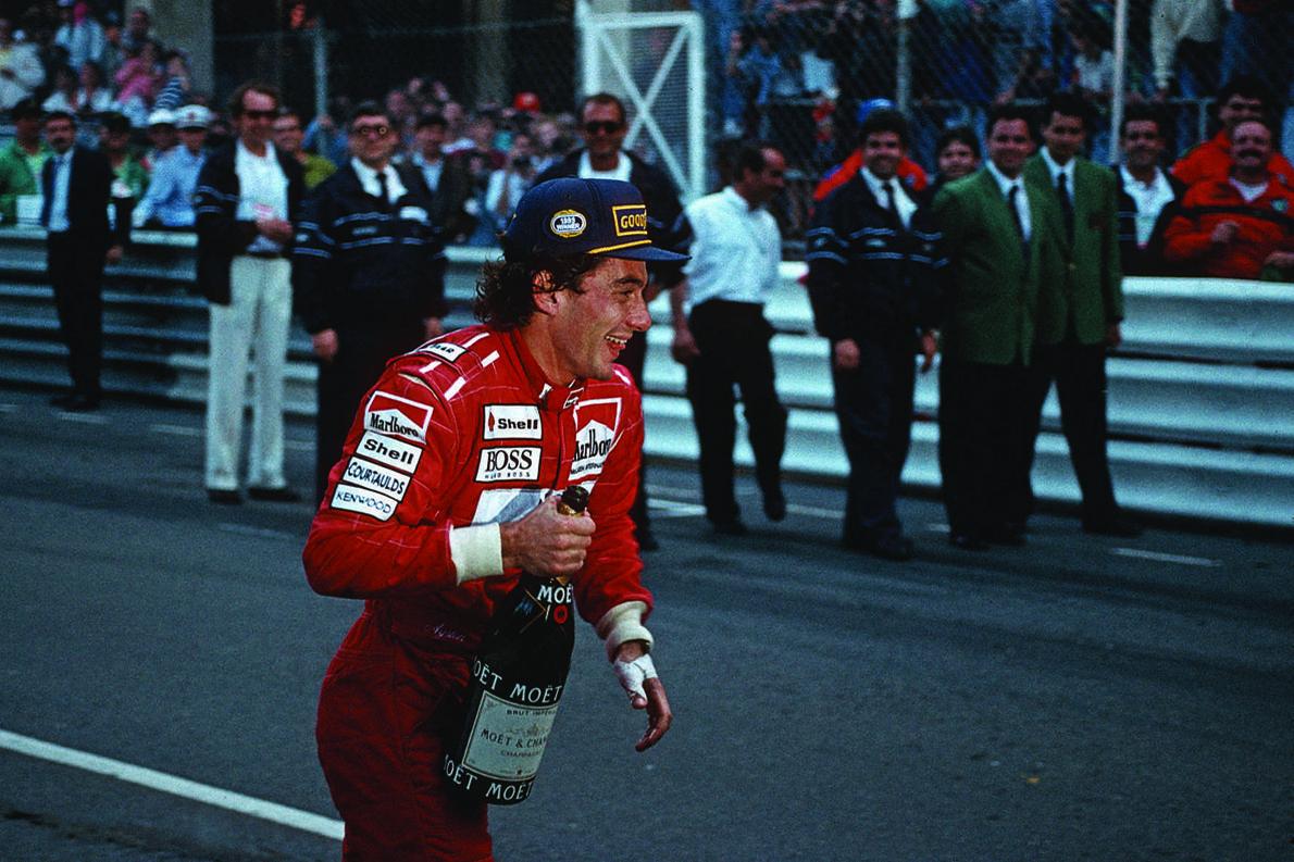 Πανηγυρίζοντας την τελευταία του νίκη στο Μονακό, το 1993.
