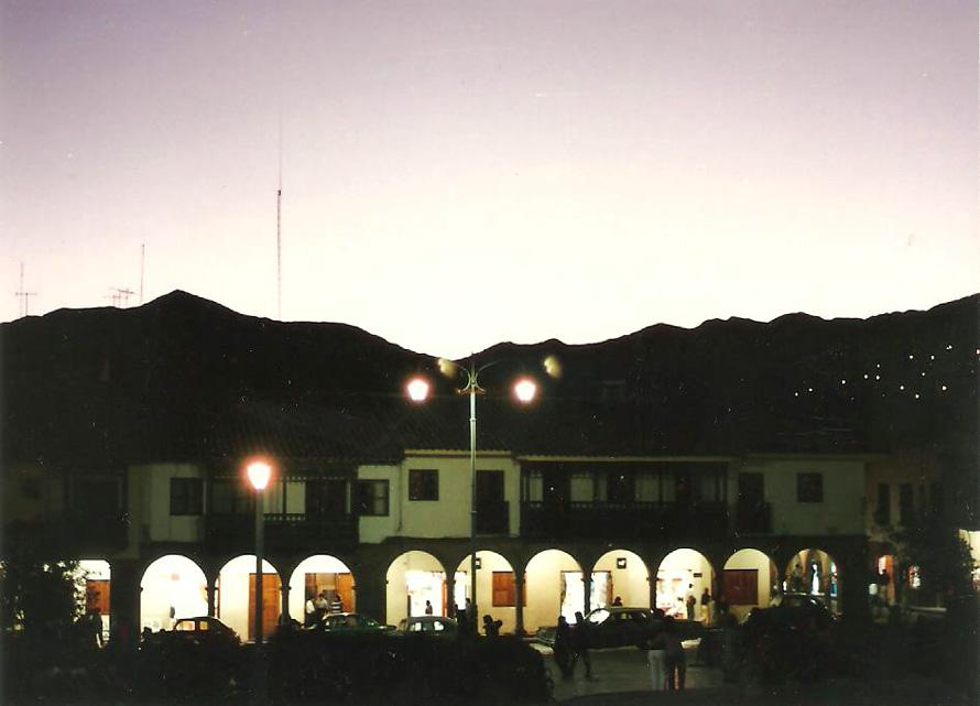 Plaza de Armas τη νυχτα. 1988. Φωτό: Κ.Γκόφας