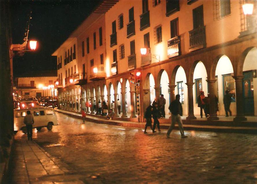 Δρόμος στη πλατεία Plaza de Armas του Κούσκο, το 1988. Φωτό: Κ. Γκόφας