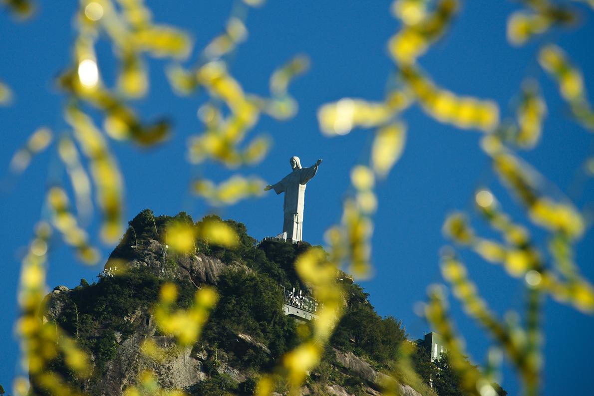 Κάτω ακριβώς από το βράχο του Κορκοβάντο κρύβεται το bairro (γειτονιά) του Κόσμε Βέλιο.
