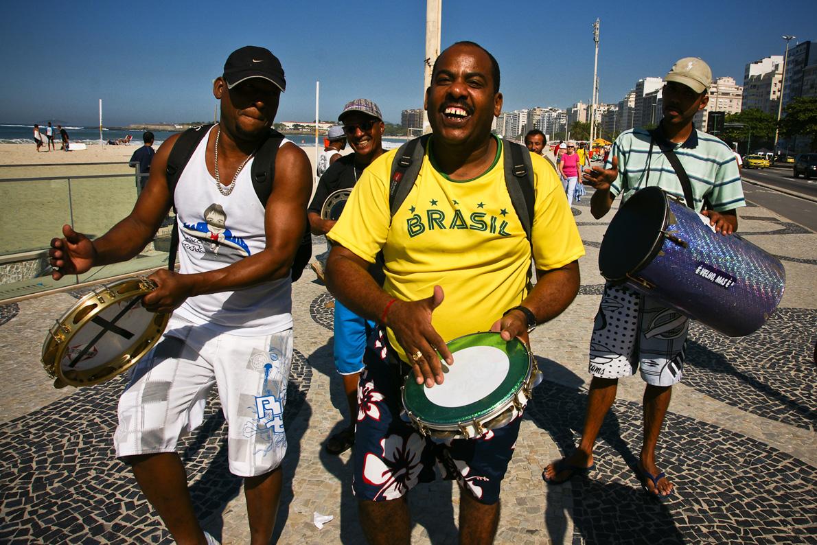 Σάμπα, ποδόσφαιρο, φιέστα, δηλαδή Βραζιλία!