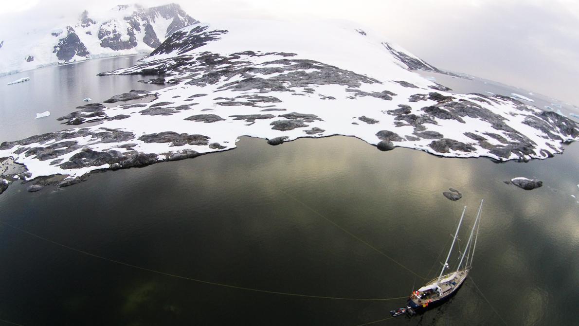 Μία από τις εξαιρετικές εικόνες που τράβηξε το πλήρωμα από το τηλεκατευθυνόμενο ελικόπτερο