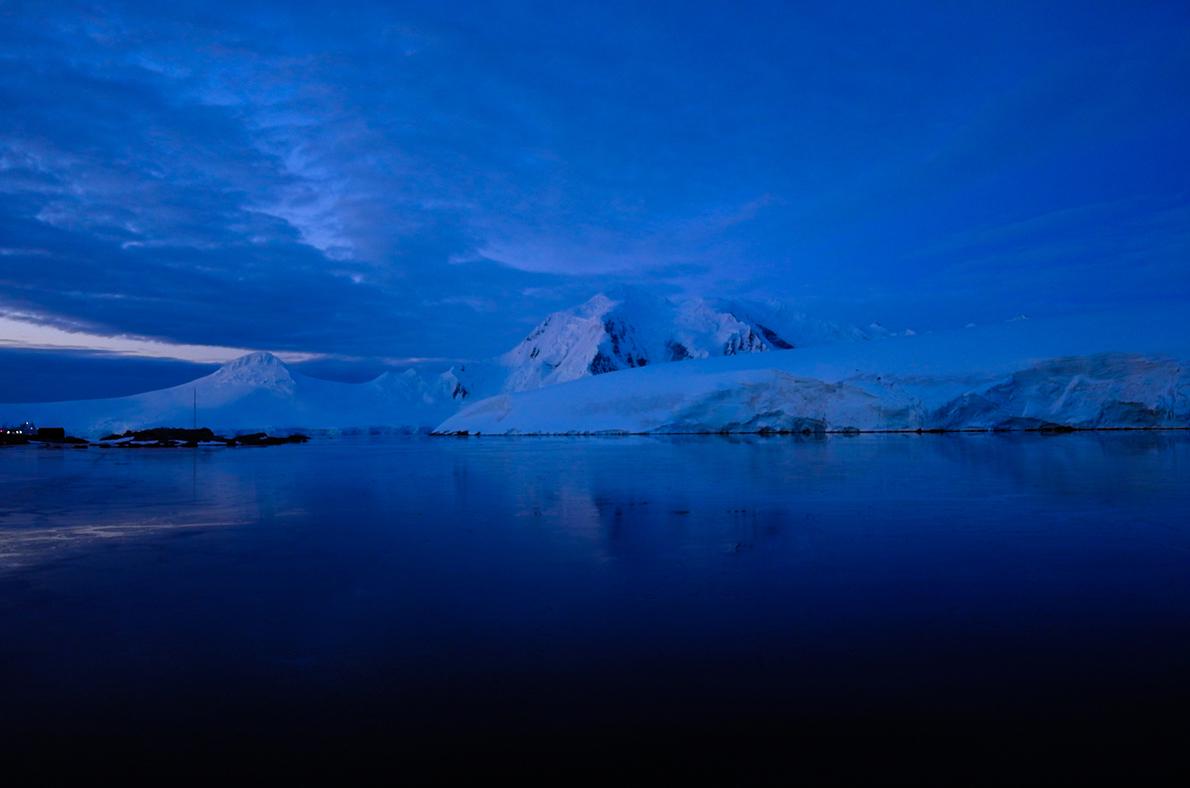 Χρώματα θερινής νυκτός στην Ανταρκτική...