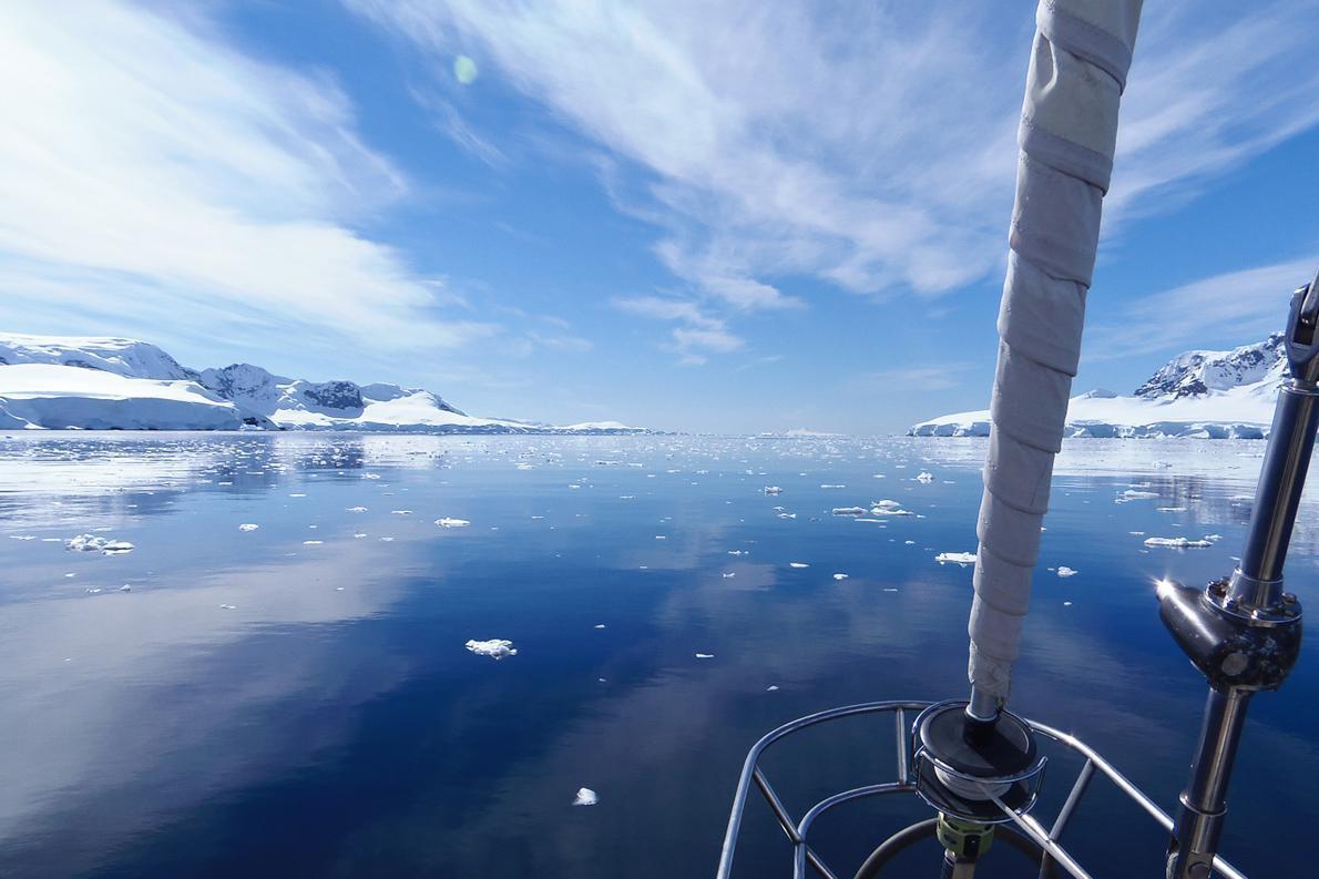 οι πάγοι που αποκολλώνται και επιπλέουν είναι η μόνη απειλή για το σκάφος.