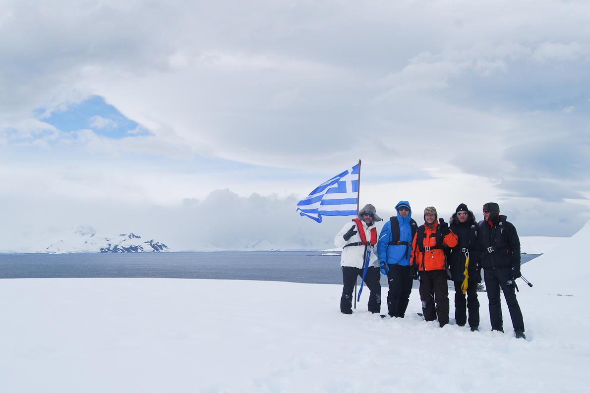 Οι Έλληνες της αποστολής του Vaihere στη στεριά
