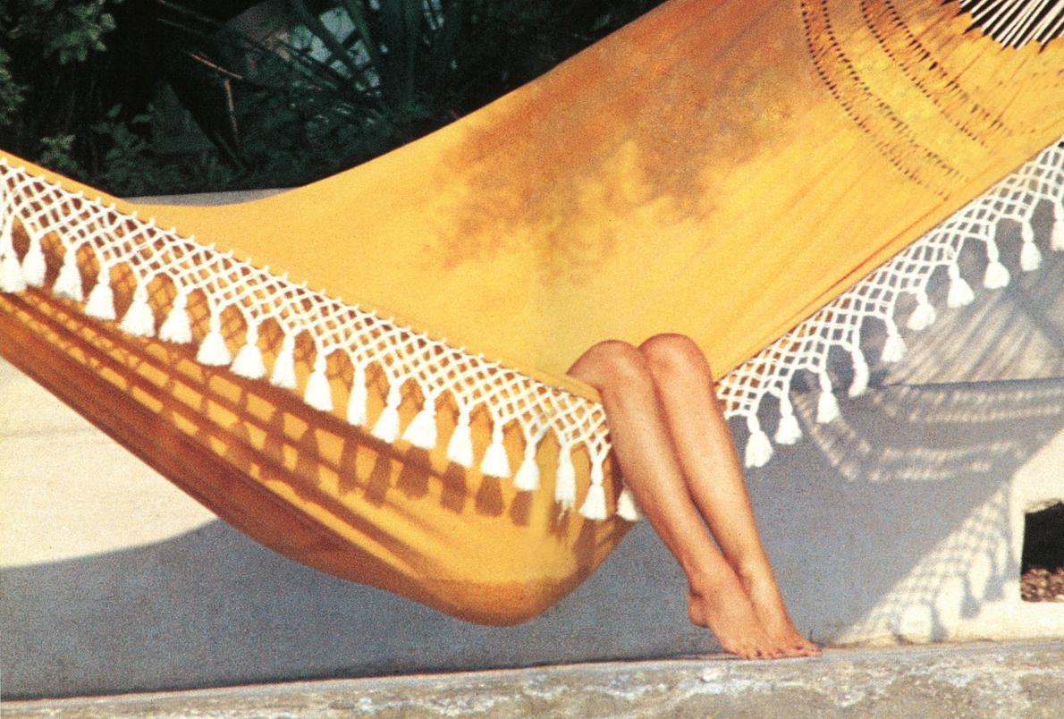 Ως εκ τούτου: Επιδείξτε ωριμότητα και επιδοθείτε στο κωλοβάρεμα. Χέστε το ωρολόγιο πρόγραμμα και ατενίστε τον ωραίο αστερισμό του Ωρίωνα. Η μελωδία του ω-μέγα είναι συμφωνική. Εδώ η Brigitte Bardot στην αιώρα της..
