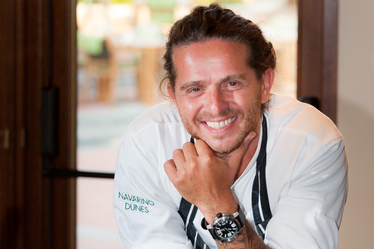 Ο Δόξης Μπεκρής είναι ο Complex Culinary Director της Costa Navarino.